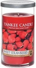 Svíčka Yankee Candle válec střední Sweet Strawberry